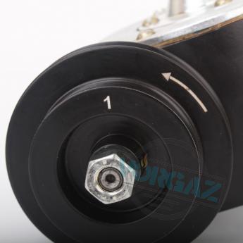 Общий вид 2 редуктора для привода стакана консистометра КЦ-3